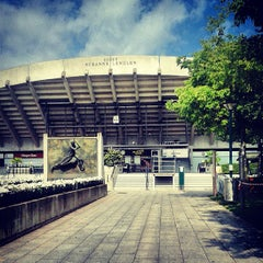Photo taken at Court Suzanne Lenglen by Laurène D. on 6/27/2013