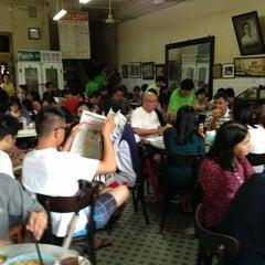 Photo taken at Yut Kee Restaurant (镒记) by Stephanie K. on 6/9/2013
