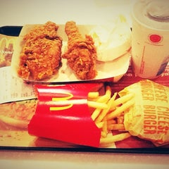 Photo taken at McDonald's / McCafé by Chelly ✌. on 2/3/2013