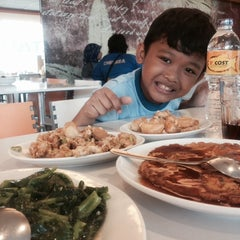 Photo taken at D'Cost Seafood by sri h. on 4/15/2014