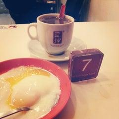 Photo taken at Ya Kun Kaya Toast by Wan-Peng M. on 12/20/2012
