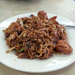 Photo taken at Restoran Firdouse by Wan Zaidi M. on 2/21/2014
