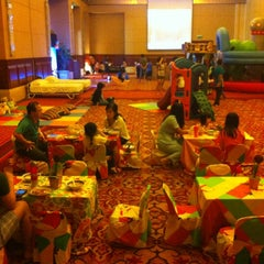Photo taken at Grand Mutiara Ballroom Ritz Carlton by Adhi R. on 7/31/2014