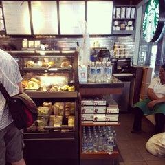 Photo taken at Starbucks by Benjamin B. on 6/23/2013