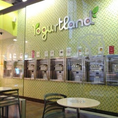 Photo taken at Yogurtland by Matty M. on 11/30/2012