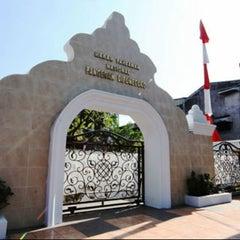 Photo taken at Makam Pangeran Diponegoro by Ikal A. on 2/20/2013