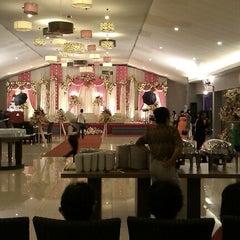 Photo taken at Oemah Daun Cafe & Resto by Kiki I. on 11/17/2012