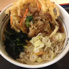 Photo taken at 箱根そば 新百合ヶ丘店 by IEMOTO from NOGE 家. on 1/19/2014