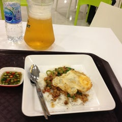 Photo taken at FoodPark @ Central Plaza Phitsanulok by ประนอม เ. on 8/13/2013
