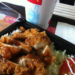 Photo taken at McDonald's & McCafé (แมคโดนัลด์ & แมคคาเฟ่) by Piak P. on 7/11/2013