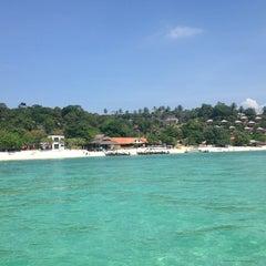 Photo taken at Phi Phi The Beach Resort (พีพีอันดามันบีชรีสอร์ท) by Nikolay R. on 12/29/2012