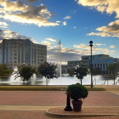 Photo taken at Newport News Marriott at City Center by Franklin on 9/28/2013