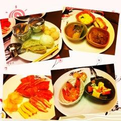 Photo taken at Oishi Buffet (โออิชิ บุฟเฟ่ต์) by Anusak P. on 12/16/2012