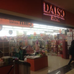 Photo taken at Daiso by Genna K. on 5/5/2014