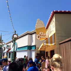 Photo taken at Paradise Pier Ice Cream Co. by dutchboy on 4/22/2014