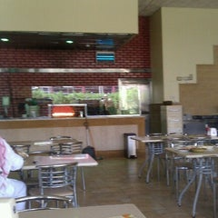 Photo taken at Al-Fakhar Turkish Restaurant | مطعم الفخار by Fahad A. on 9/22/2012