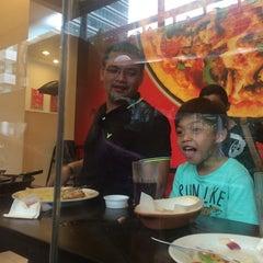 Photo taken at Pizza Hut by 💟beij💟👸 . on 6/2/2014