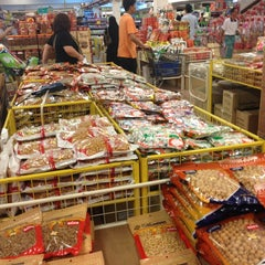 Photo taken at Sunny Supermart Sdn Bhd by Amenda S. on 1/28/2013
