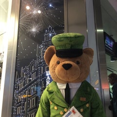 Photo taken at Harrods by Ian M. on 12/15/2015