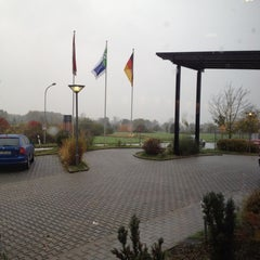 Photo taken at Holiday Inn Express Frankfurt Airport by Joseph on 10/27/2012