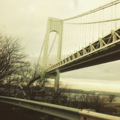 Photo taken at Interstate 278 (Staten Island Expy) by Edgar J. on 12/18/2014