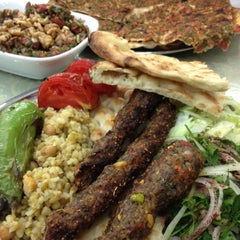 Photo taken at Öz Kilis Kebap ve Lahmacun Salonu by Ezgi U. on 10/13/2012