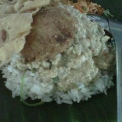 Photo taken at Pecel Madiun Pak Ambon by darius adi s. on 1/6/2012