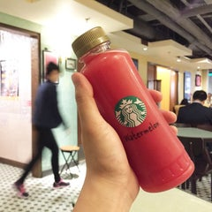 Photo taken at Starbucks 星巴克 by Minsub K. on 4/16/2015