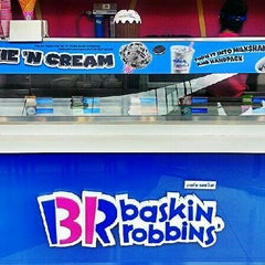 Photo taken at Baskin Robbins (บาสกิ้น รอบบิ้นส์) by Ron P. on 7/21/2013