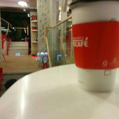 Photo taken at Café NESCAFÉ by Fernando T. on 11/27/2015