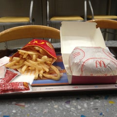 Photo taken at McDonald's | ماكدونالدز by Mohamed Q. on 2/23/2013