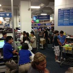 Photo taken at Best Buy by Christopher P. on 11/18/2012