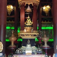 Photo taken at วัดพระแก้ว (Wat Phra Kaeo) by Veevi V. on 12/9/2012