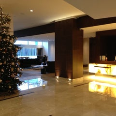 Photo taken at Hilton Rotterdam Hotel by Jan R. on 12/6/2012