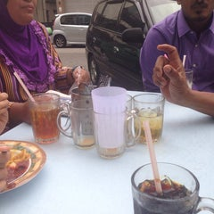 Photo taken at Restoran Hanifa by CikSyti on 8/6/2014