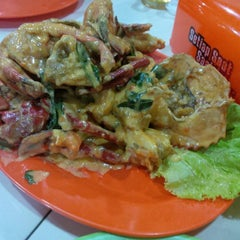 Photo taken at Seafood 212 Wiro Sableng by vonny i. on 10/8/2015