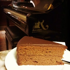 Photo taken at Konditorei Café Diglas by Martin P. on 12/31/2014