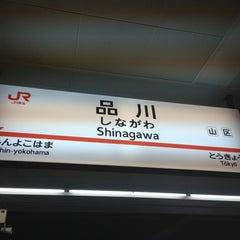 Photo taken at 品川駅 (Shinagawa Sta.) by Mariko T. on 6/15/2013