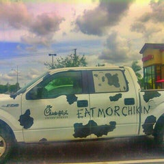 Photo taken at Chick-fil-A by Jonnathan G. on 7/15/2013