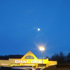 Photo taken at Giant Eagle Supermarket by Brian R B. on 12/22/2015