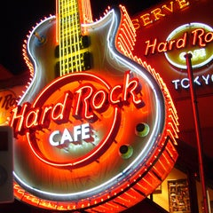 Photo taken at ハードロックカフェ 上野駅 (Hard Rock Cafe - Ueno-Eki) by Isabelle M. on 3/18/2013
