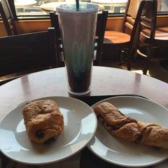 Photo taken at Starbucks (สตาร์บัคส์) by ToN P. on 6/14/2015
