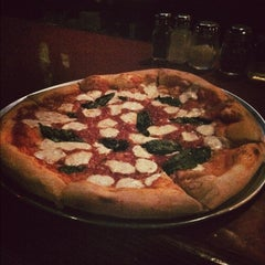 Photo taken at Johnny Rad's Pizzeria Tavern by Travis A. on 11/17/2012