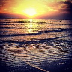 Photo taken at หาดบางแสน (Bang Saen Beach) by Sirisin S. on 2/23/2013