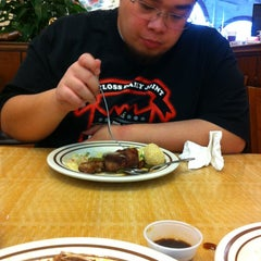 Photo taken at Golden Coast Buffet by Mark S. on 11/17/2012