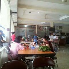 Photo taken at Restaurant Sunda Kelapa by Paul K. on 9/15/2013