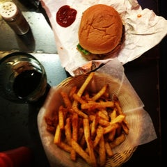 Photo taken at Vera's Burger Shack by Margarita D. on 4/13/2013