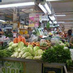Photo taken at ตลาด อ.ต.ก. (Or Tor Kor Market) by Napatr R. on 11/11/2012