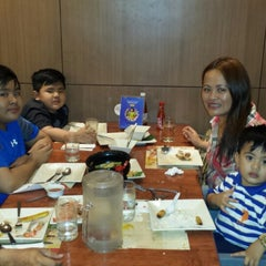 Photo taken at Max's Restaurant by Lhot B. on 12/14/2014