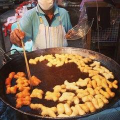 Photo taken at ตลาดประชานิเวศน์ 1 (Pracha Niwet 1 Market) by Deeny P. on 2/19/2013